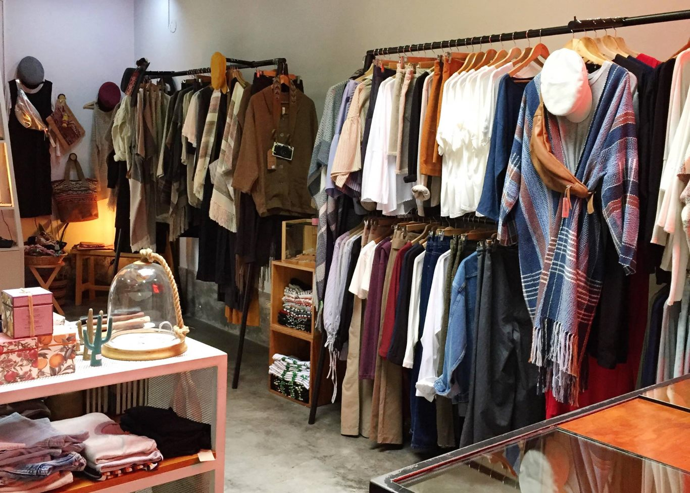 Why fashion retailers would benefit from a circular business model - Live  Circular